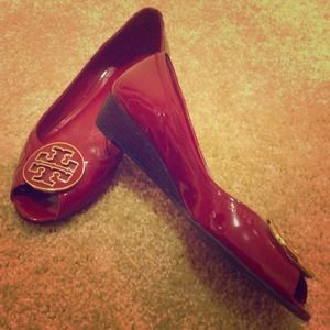 Red tory burch low wedge heel shoe sandals 8