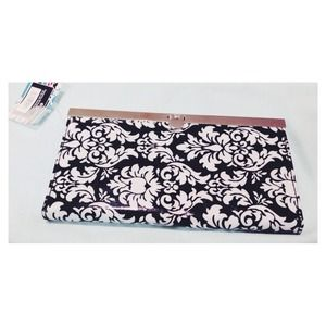 NWT Pretty Wallet!