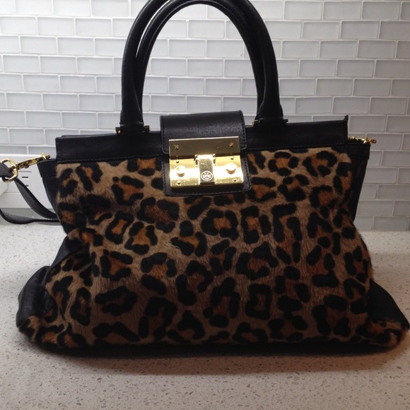 5299e1b0ff87 Tory Burch Leopard Print Handbag. M_5300350e018efa7a64073c9c