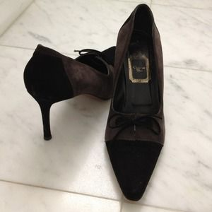 Beyond chic Christian Dior grey black suede pumps