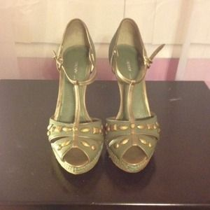 Pre-owned DKNY green wedge sandal heels