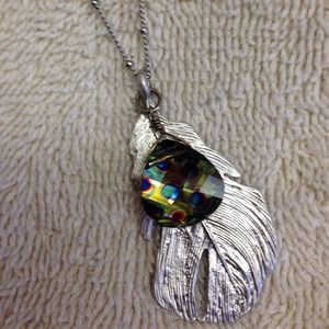 Jewelry - Boho chic feather & crystal necklace