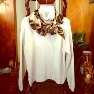 Sweaters - Cream colored turtleneck sweater