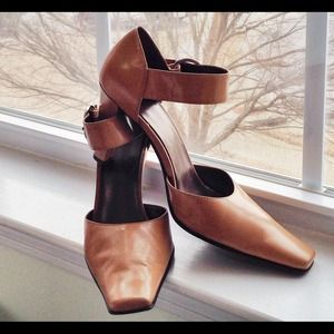 Jones Wear Natural Leather Heels