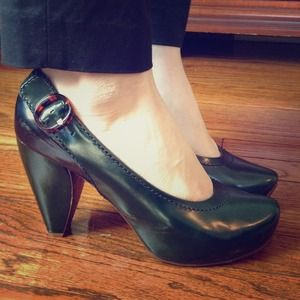 Downtown Chic Host Pick! Marc Jacobs green pumps