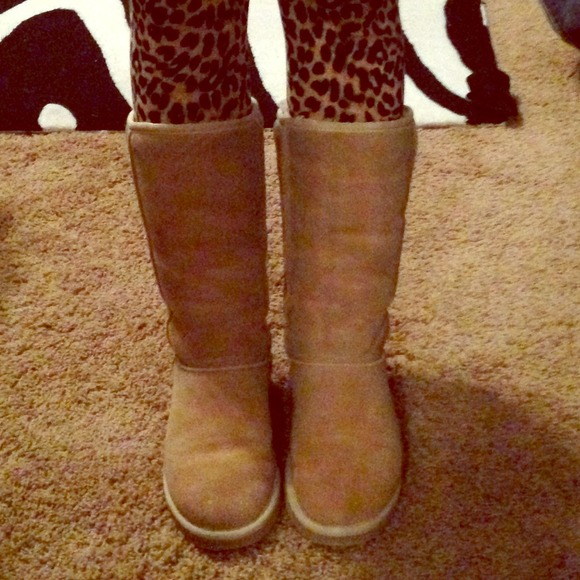 56 off ugg boots tall sand colored uggs from kayla 39 s closet on poshmark. Black Bedroom Furniture Sets. Home Design Ideas