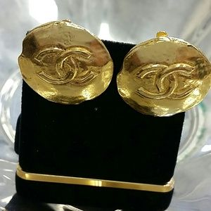 Chanel vintages CC clip on earing