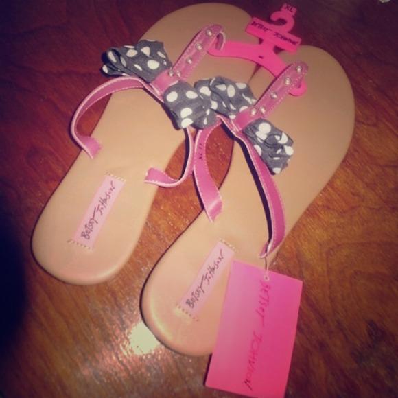 f5ec28bbd9de SOLD ON VINTED Bow Sandals