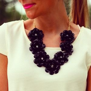 Jewelry - Black Flower Necklace