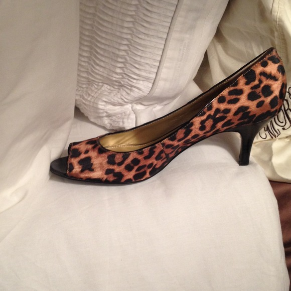 Shoes - Leopard peep toe kitten heels