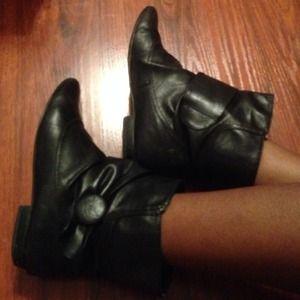 Shoes - Sheik black booties