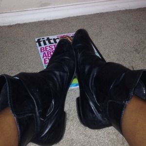 Shoes - Sheik black booties