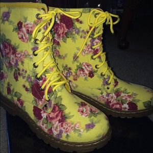 Vintage style boots size 10 NEW