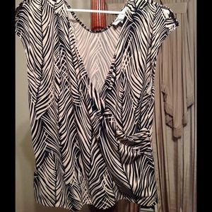 Jones Wear Bamboo print wrap blouse NWOT