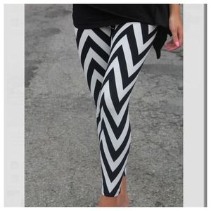 New black and white chevron leggings