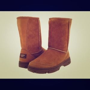 "UGG ""Ultimate"" Short Boot"