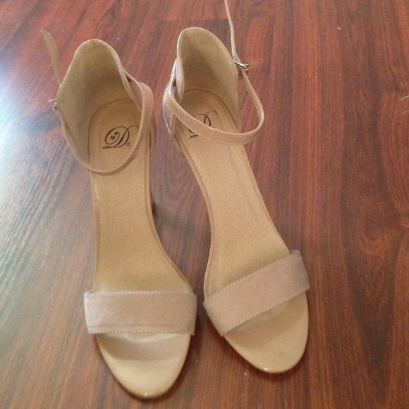 Shoes - Nude open toed single sole heels