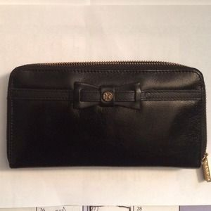 Authentic Tory burch bow zip continental wallet