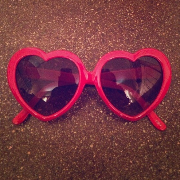 Accessories - 🎀. 🎉❤️ HOST PICK ❤️🎉Red Heart Sunglasses