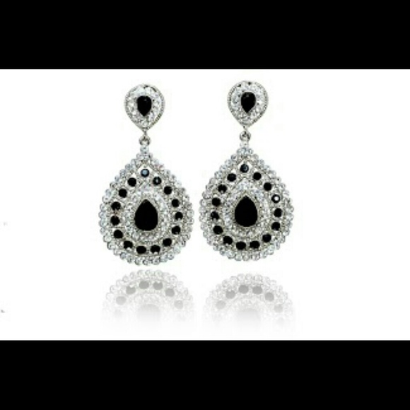 Jewelry - Gorgeous Teardrop Chandelier Earrings Bollywood
