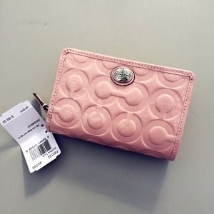 💯Authentic Coach Baby Pink Patent Embossed Wallet