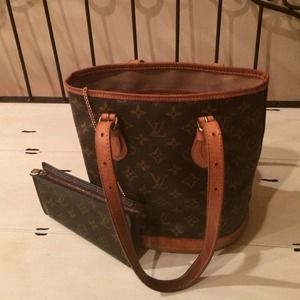 Louis Vuitton Authentic  leather bucket tote