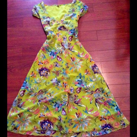 Dresses & Skirts - Adorable summer dress!