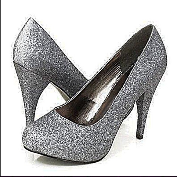 76 bumper shoes pewter colored glitter pumps brand