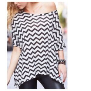Dresses & Skirts - Chic B&W Chevron Oversized Short Sleeved Top