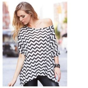 Tops - Chic B&W Chevron Oversized Short Sleeved Top