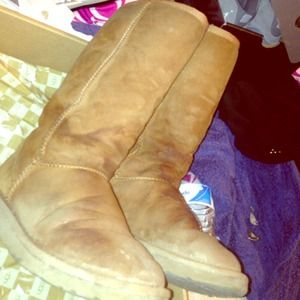 CLASSIC TALL CHESTNUT UGGS SIZE. 6