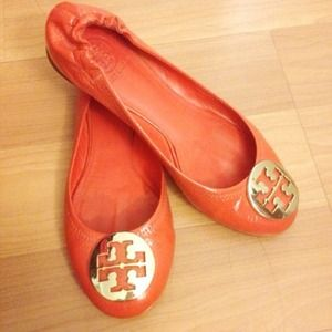 Tory burch flat size 8 include the tory shoe box
