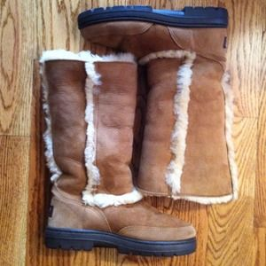 ❌SOLD❌Tall Sundance Uggs in Chestnut Size 6