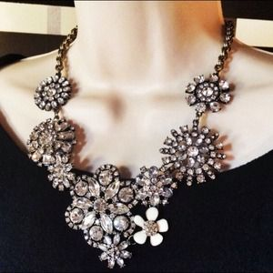 Gorgeous floral lattice statement necklace.  NWT