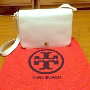 Tory Burch Handbags - Authentic Tory Burch Large Robinson Shoulder Bag