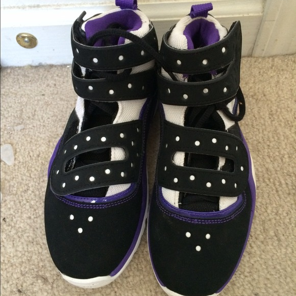 Nike Sharkley Basketball Shoes