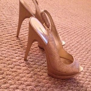 Shoes - Gold sparkly heels 💁