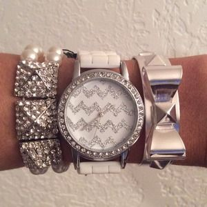 NEW Super Cute White Arm Candy Set🎀Brand NEW!
