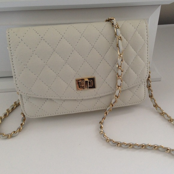 Handbags - Reserved: Classy White Quilted Crossbody