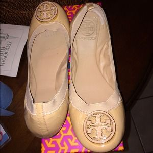 b386029bdb7a Tory Burch Shoes - Tory Burch Caroline Ballet Flat
