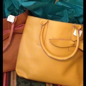🎉HP🎉 Pebble Handbag w/ Bow Accent - Yellow