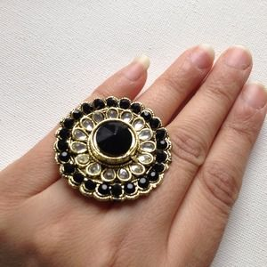 Big black & crystals ring in gold