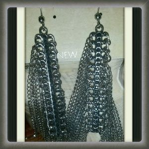 CARA Jewelry - 🆕✴SILVERTONE DANGLING EARRINGS✴✴