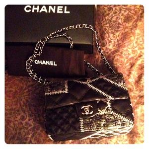 🎉HP🎉 Authentic Chanel Patchwork Lambskin Purse
