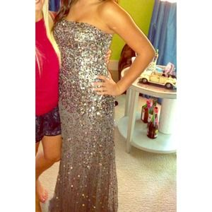 Adrianna Papell Dresses & Skirts - Adrianna Papell prom/formal dress