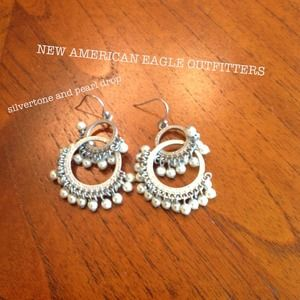 American Eagle Outfitters Jewelry - 🎁NEW silver and pearl boho chic earrings. AEO
