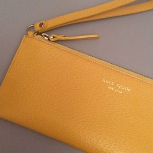 HOST PICK Kate Spade Clutch