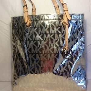 Michael Kors Handbags - Micheal Kors Tote- REDUCED!!!