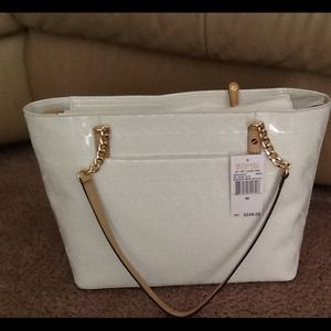 Michael Kors Handbags - HP 🎉 MICHAEL KORS METALLIC WHITE TOTE PURSE