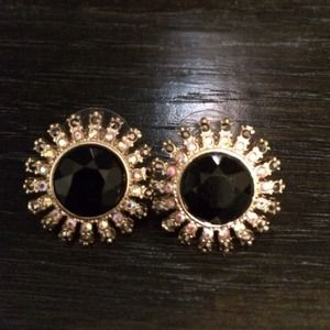 Jewelry - Capwell black and gold stud earrings